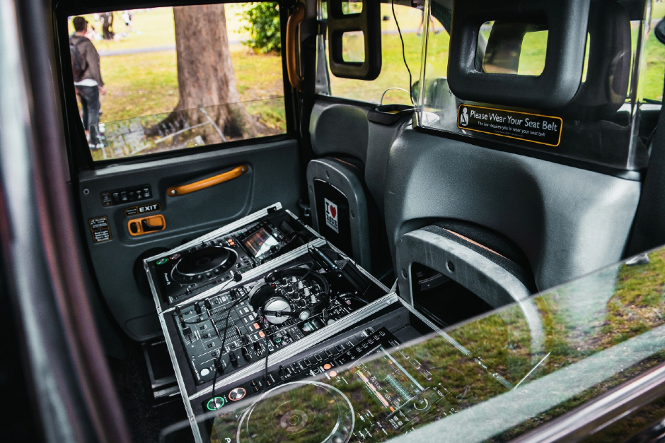 Play Tracks From A Classic London Taxi
