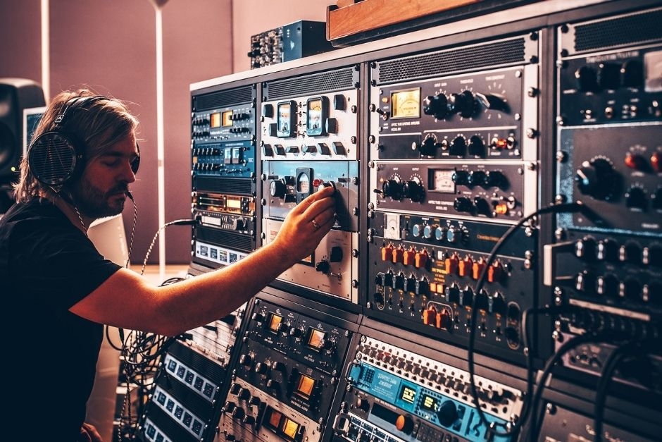 Hannes Bieger Shares 5 Tips To Build Your Own Studio