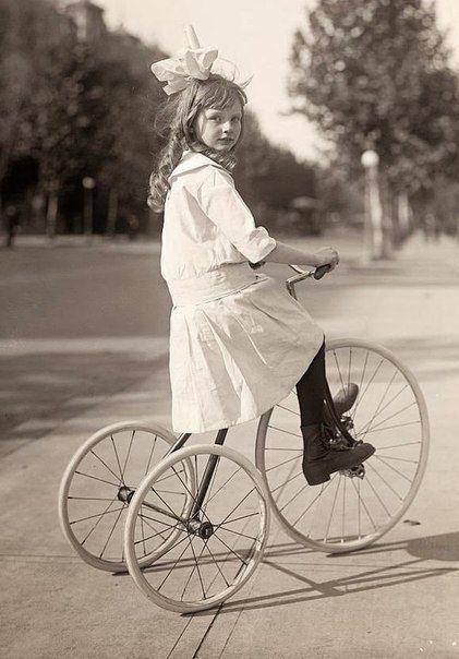 старинный детский трехколесный велосипед