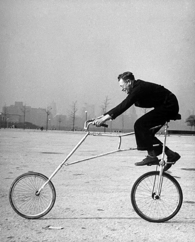 странный старинный велосипед