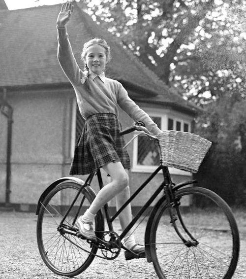 девочка и велосипед