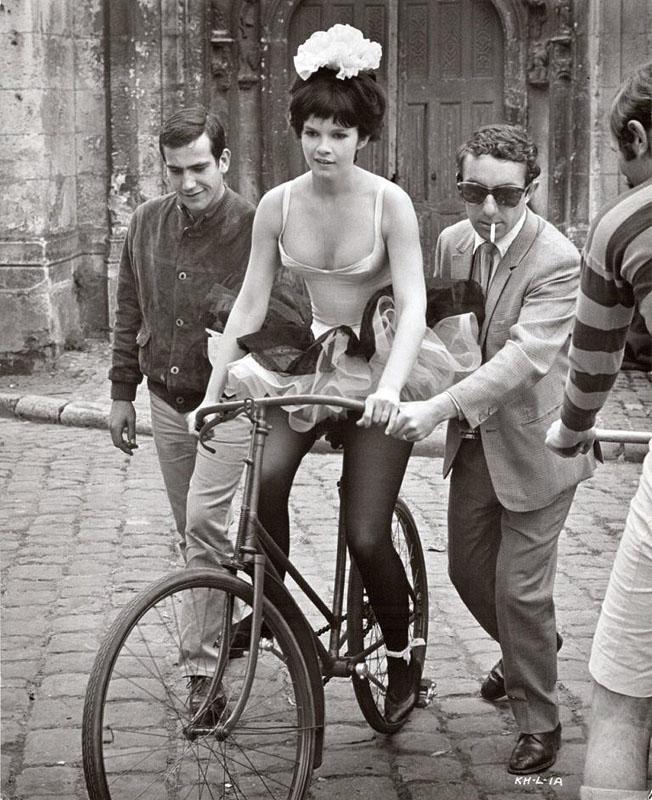 Женевьев Бюжо (фр. Geneviève Bujold) - канадская актриса, лауреат премий «Золотой глобус» и «Джини» на велосипеде. 1966 год