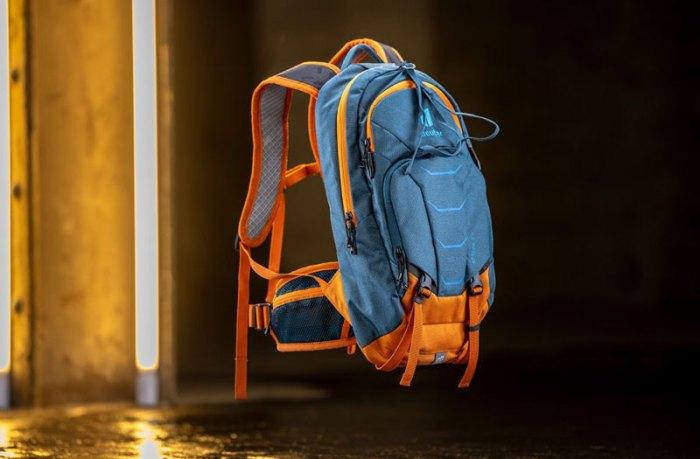 Детский рюкзак с защитой спины deuter Attack 8 Jr