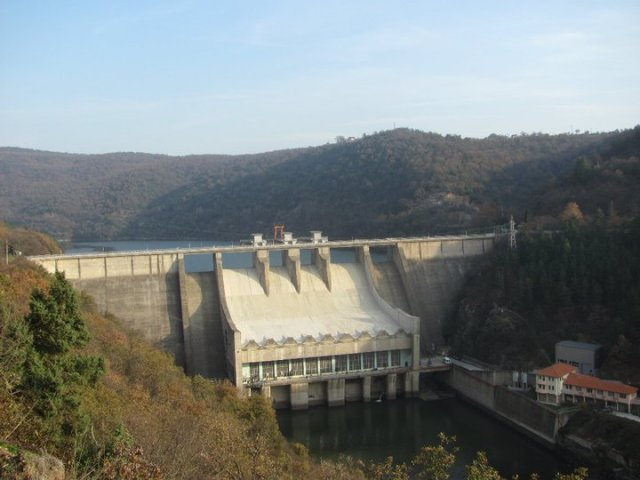 Ivaylovgrad-dam-wall www.electroverse.net