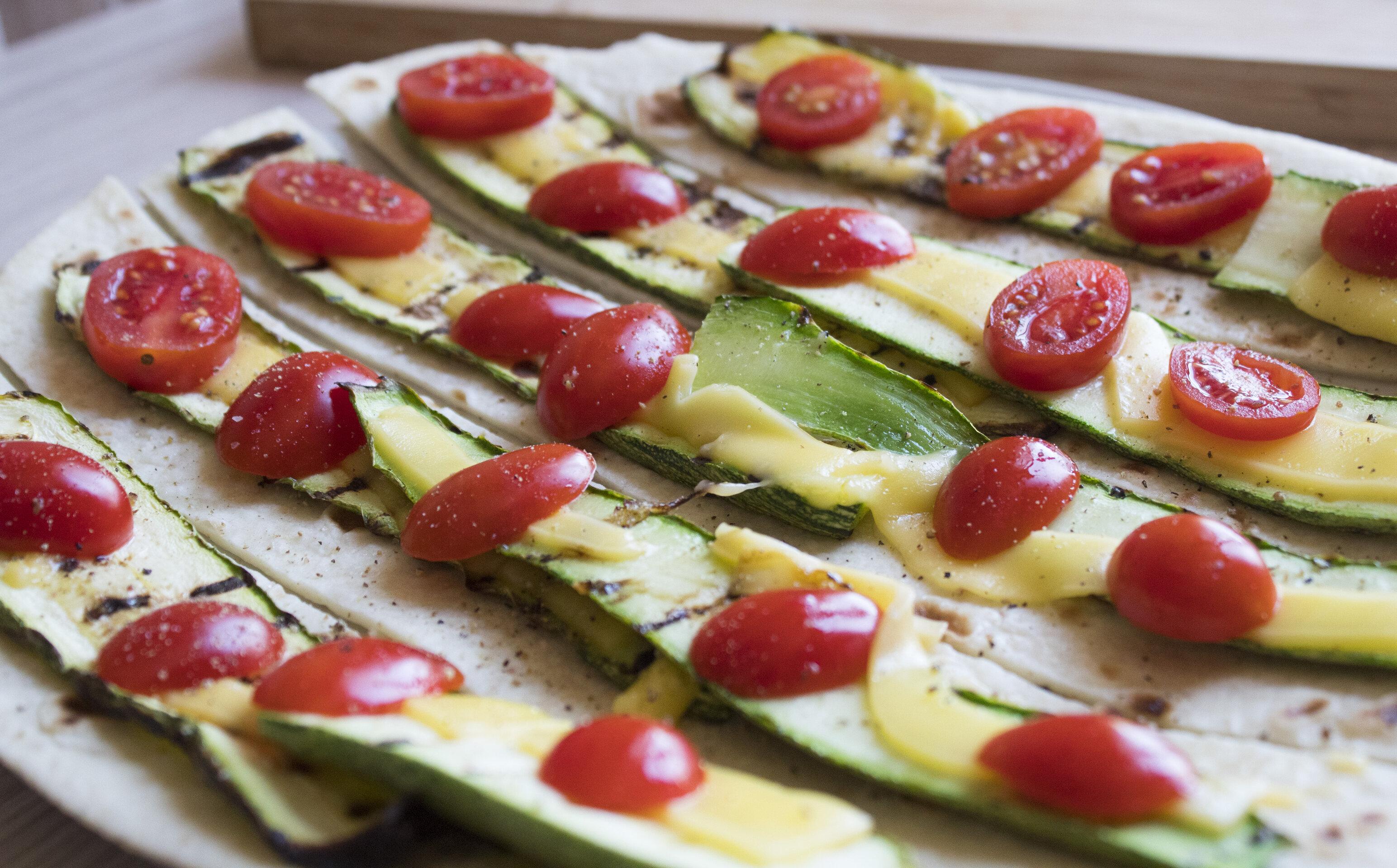 Rotolini di zucchine e pomodorini