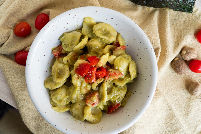 Orecchiette con crema di melanzane e avocado