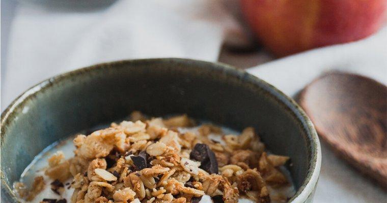 Granola al cocco e cioccolato fondente