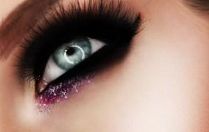 beauty blogger lighting eye makeup