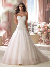 3695, Size- 6, Was- $1763, Now- $881.50