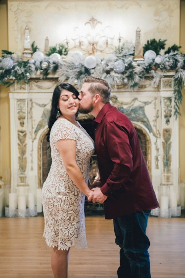 Holiday engagement photos Grand Island Mansion