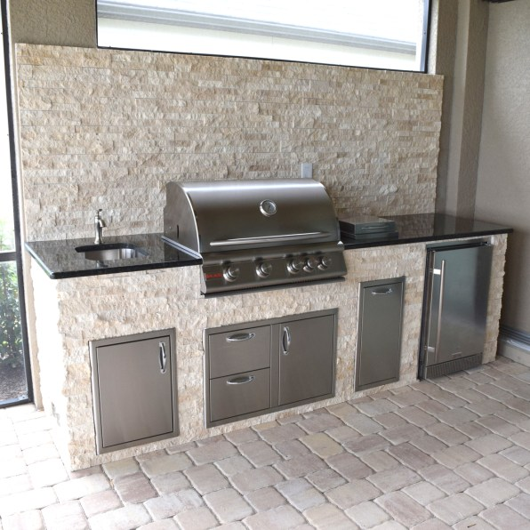 Light Travertine Outdoor Kitchen