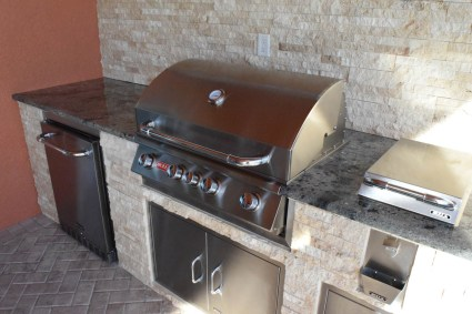 Custom Outdoor Kitchen Construction Services