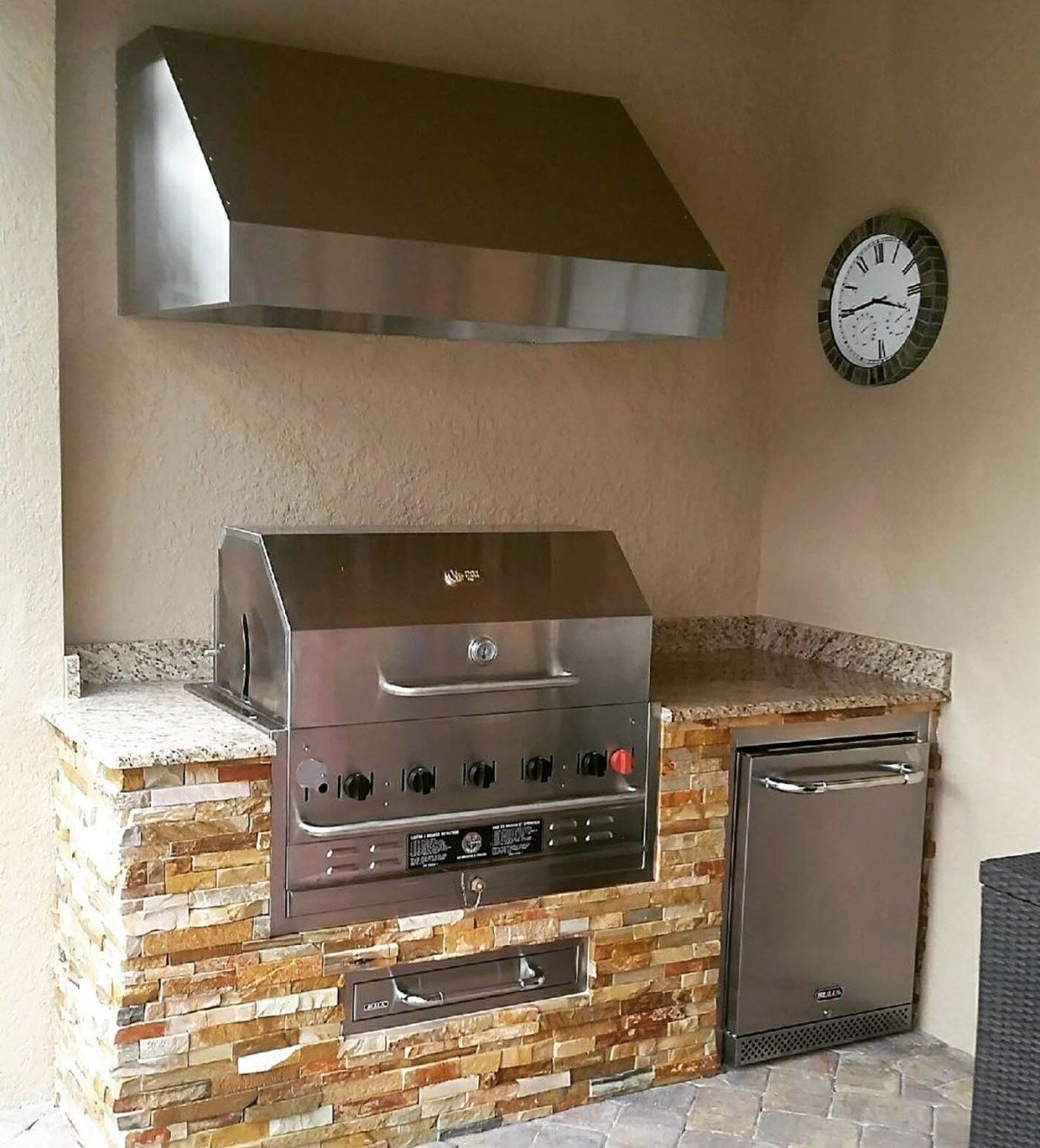 Custom Outdoor Kitchen - Elegant Outdoor Kitchens of Fort Myers, Florida