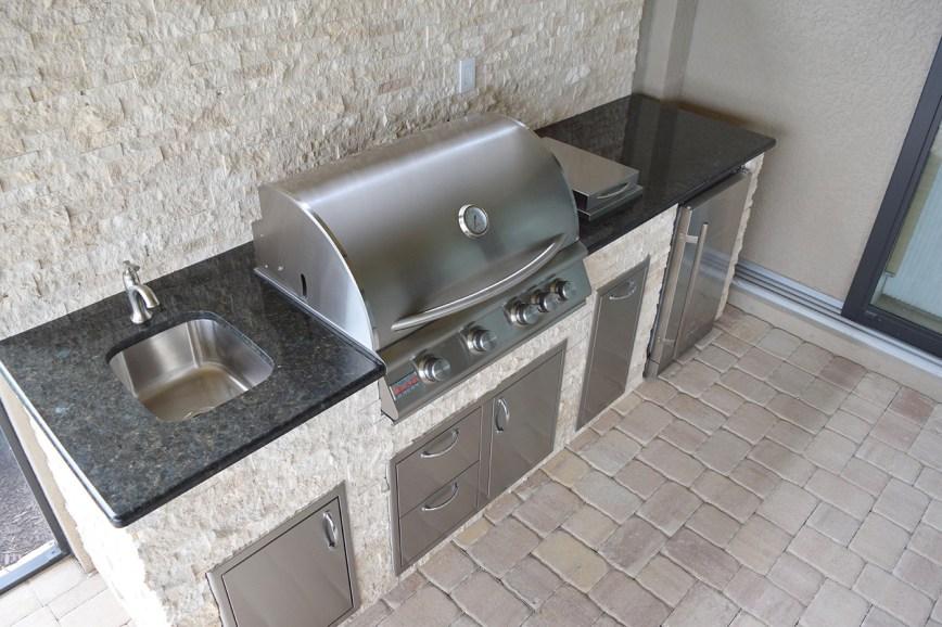 Elegant Outdoor Kitchens - Custom Outdoor Kitchen in Corkscrew Shores