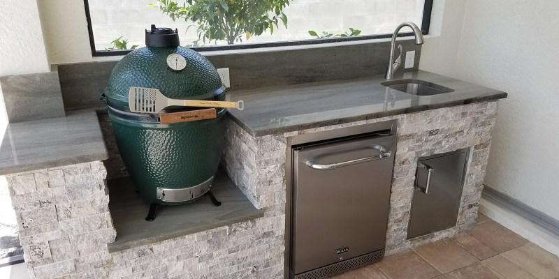 The big green egg outdoor kitchen elegant outdoor kitchens for Outdoor kitchen designs with big green egg