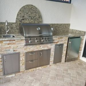 This 9 Foot 3 Inch outdoor kitchen is wrapped in the Golden White stacked stone. The countertop, backsplash and side splashes are a level 1 St. Cecilia Light granite.