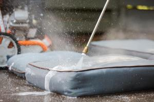 How to clean outdoor cushions with vinegar