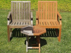 In understanding how to clean outdoor teak furniture, we compare a dirty and clean teak furniture side by side