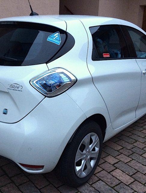 Renault ZOE mit Garfield und blauen Sticker