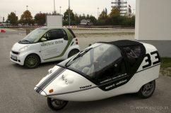 Das Twike fällt sicherlich nicht in die PKW-Kategorie - die Kombination aus Elektroauto und Tretgefährt geben dem Mensch-Elektro-Hybrid-Kabinenroller aber sicherlich ein Alleinstellungsmerkmal.