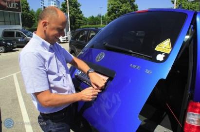 """""""So die Nummerntafel tamma weg und den Elektroauto-Sticker dann sowieso!"""" denkt sich wahrscheinlich Werner der Verkaufsleiter von VW bei Porsche Wels. {:-)"""