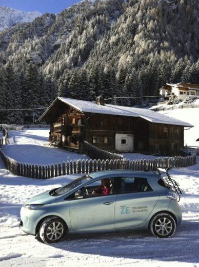 Tiroler Winter-Idylle mit leider etwas wenig Schnee. Für ein paar Drifts am Parkplatz hat es aber gereicht. {:-)