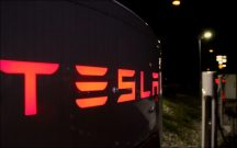 Supercharger at night in Graz. Foto: Volker Adamietz / Elektroautor.com