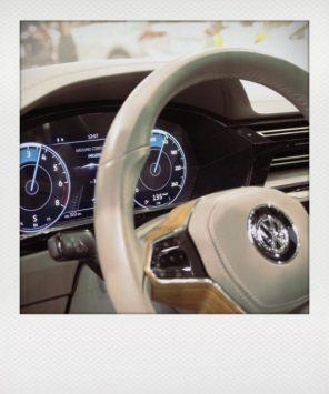 Der große Trend: Große Touchscreens und komplett digitale Cockpits - hier im VW Sport Coupe? Concept GTE