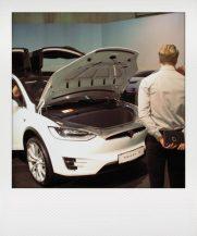 Model X: Das erste Elektro-SUV von Tesla! Sehr praktisch - auch vorne mit Koffer- raum. Elektromotoren sind kompakter...