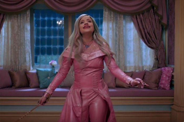 Sarah-Jeffery-Queen-of-Mean-vid-2019-billboard-1548