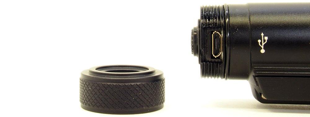 Nitecore HC65 töltőnyílás