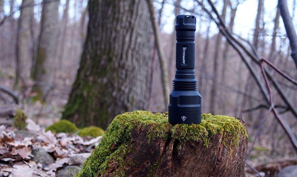 Astrolux C8 erdőben