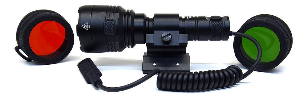 Nitecore P30 szereléken, szűrőkkel, lengőkapcsolóval