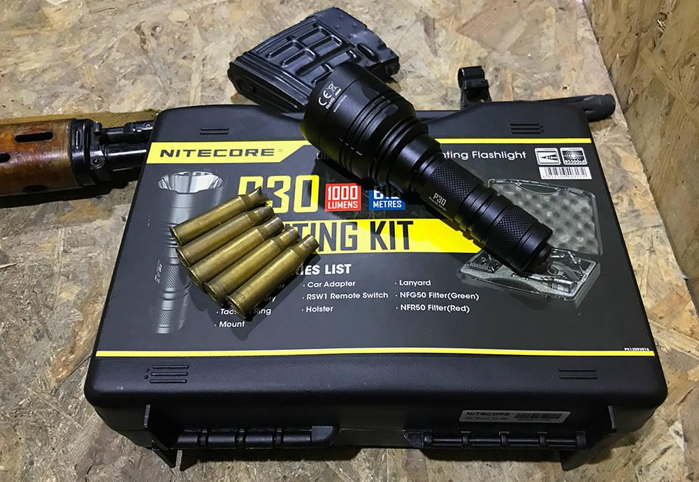 Nitecore P30 dobozán hüvelyekkel