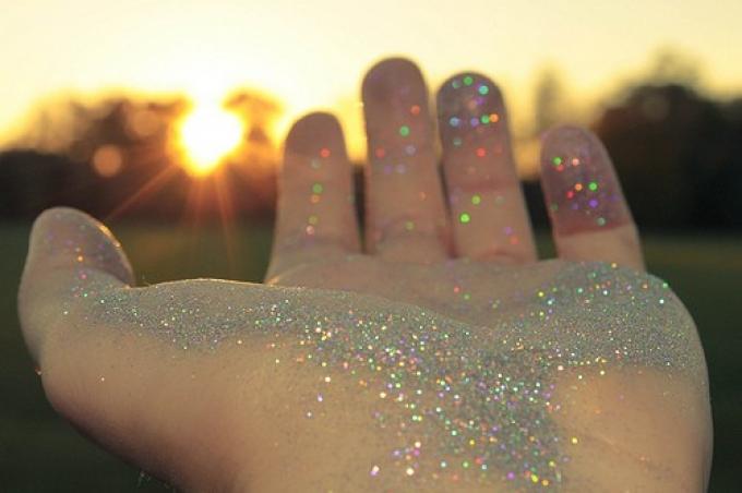 Eres la suma de las personas que ayudas a brillar