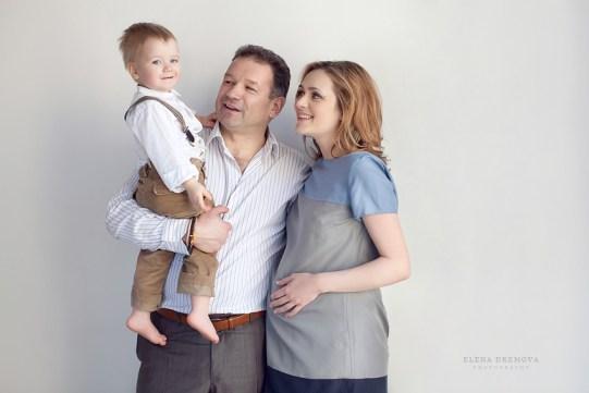 Фотосъемка беременности с мужем и детьми
