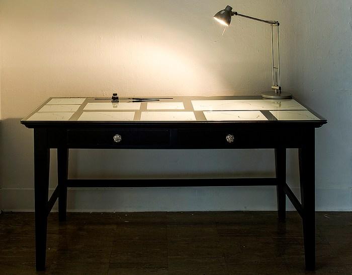 Direcciones. Serie 1/5. Miguel Blesa // Tinta sobre papel, mesa de madera. // 137x72x80cm