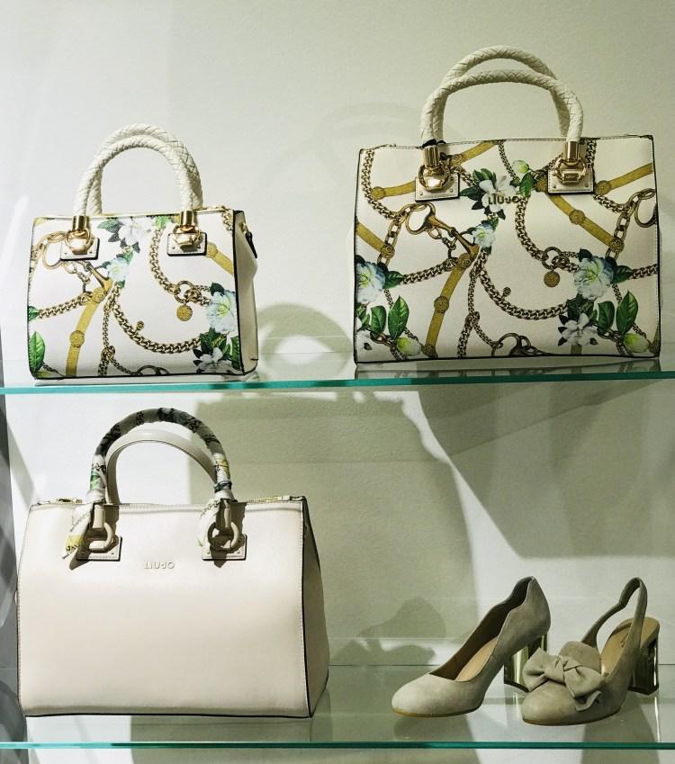 Borse della nuova collezione di Liu Jo nel negozio Vitalini abbigliamento e calzature al Centro Breggia Balerna