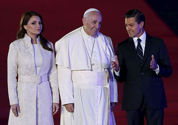 La primera dama mexicana vistió de blanco (cronista.com)