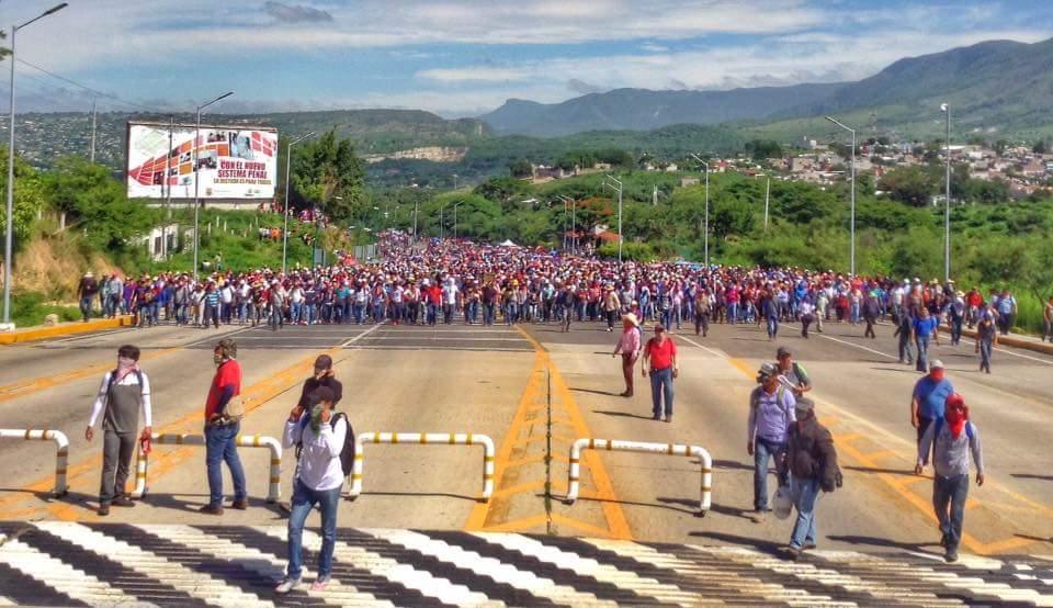 Teachers and their supporters blockade the toll booth on the Tuxtla Gutiérrez - San Cristóbal highway on Wednesday.