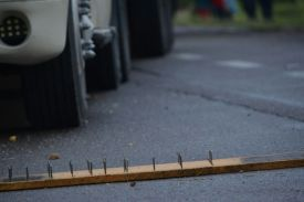nails-wood-blockade