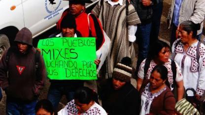 March by the communities of the Ayuujk people, June 22, 2016 // Marcha de las comunidades del pueblo Ayuujk, 22 de Junio del 2016. (Radio Jenpoj)