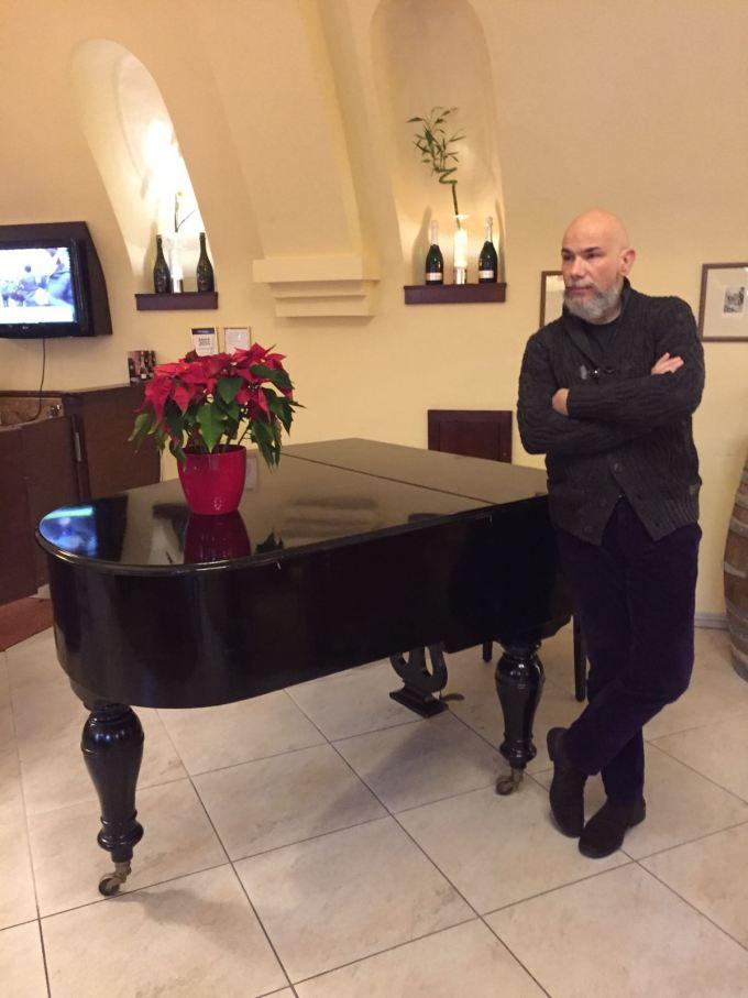 Il romantico buio della vecchia Praga hotel lindner pianoforte