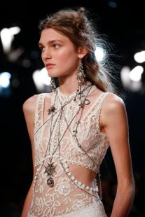 Alexander McQueen Spring 2016 Ready-to-Wear Accessories Photos - Vogue.com
