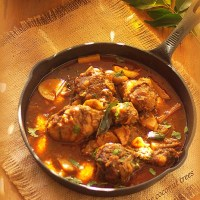 Nadan Kozhi Curry / Kerala style chicken curry with potato