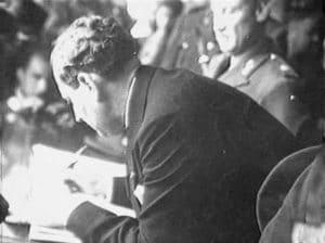 El Presidente Rafael Angel Calderón Guardia durante la firma del Código de Trabajo en 1943