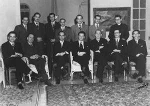Junta Fundadora de la Segunda República.  Oduber es el primero a la izquierda sentado.