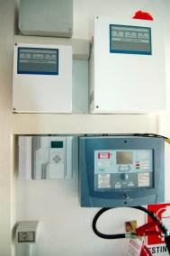(In basso a sinistra) Centrale Villeggio in grado di offrire fino a 64 ingressi totali, configurabili come ingressi cablati o wireless.