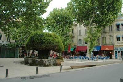Utazás lakóautóval Provence - Salon de Provence, szökőkút