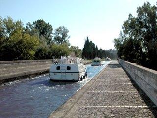 Utazás lakóautóval Béziers - Canal du Midi, az Orb folyó felett